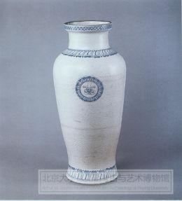 白釉印花青花大瓶